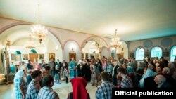 Митрополит Феофанның Казандагы Тихвин чиркәвендә керәшеннәр белән очрашуы