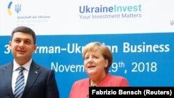 Angela Merkel și premierul ucrainean Volodimir Groisman, la forumul germano-ucrainean de la Berlin, 29 noiembrie 2018