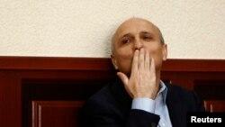 Обычно заседания по делу Мерабишвили завершались заявлением адвокатов о том, что в показаниях свидетелей ничего существенного не содержалось, а представители прокуратуры отвечали, что утверждения защиты голословны и вина генсека «Нацдвижения» будет доказана. Но сегодня все пошло наперекосяк