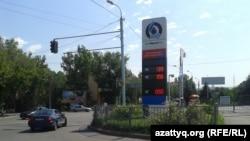 Алматыдағы жанармай құю станцияларының бірі. (Көрнекі сурет)