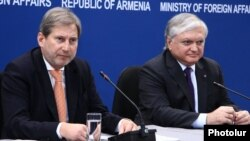 Armenia - Foreign Minister Edward Nalbandian (R) and EU Commissioner for European Neighbourhood Policy and Enlargement Johannes Hahn give a joint press conference in Yerevan, 18Mar2015.