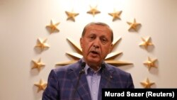 Реджеп Тайїп Ердоган висловлює задоволення результатами рефереднуму, Стамбул, 16 квітня 2017 року