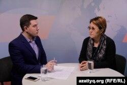 Журналист Азаттыка Петр Троценко и психолог Маргарита Ускембаева в программе AzattyqLIVE. Алматы, 31 января 2019 года.