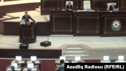 Gürcüstan prezidenti M.Saakashvili Azərbaycan parlamentində çıxış edərkən