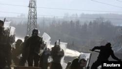 Sukobi KFOR-a i kosovskih Srba u mestu Jagnjenica, 28. novembar 2011.