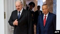 Президент Беларуси Александр Лукашенко (слева) и президент Узбекистана Ислам Каримов. Минск, 10 октября 2014 года.