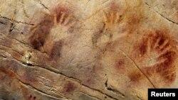 Otisci ruku u pećini El Castillo
