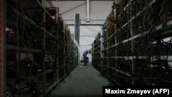 Майнінгавая фэрме Марынічава ў былых цахах маскоўскага аўтазаводу