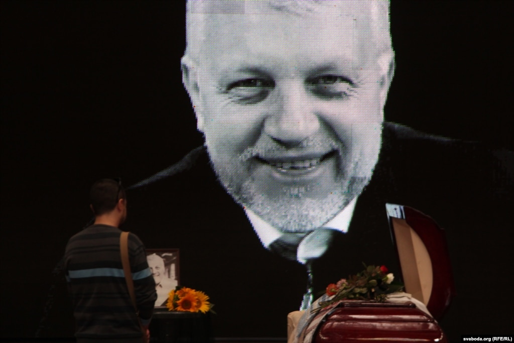 ВМинске проходит церемония прощания созверски убитым вКиеве репортером Шереметом