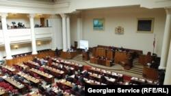 84 депутата «за» и ни одного «против» – парламент единогласно проголосовал за расторжение российско-грузинского соглашения