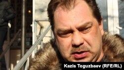 Оппозиционный политик Михаил Сизов в день суда по закрытию партии «Алга». Алматы, 5 декабря 2012 года.