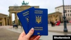 Крымский паспорт «для мигрантов»: фейки ФСБ в Крыму