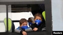 Діти у захисних масках в районі спалаху COVID-19. Алжир, 16 березня 2020 року