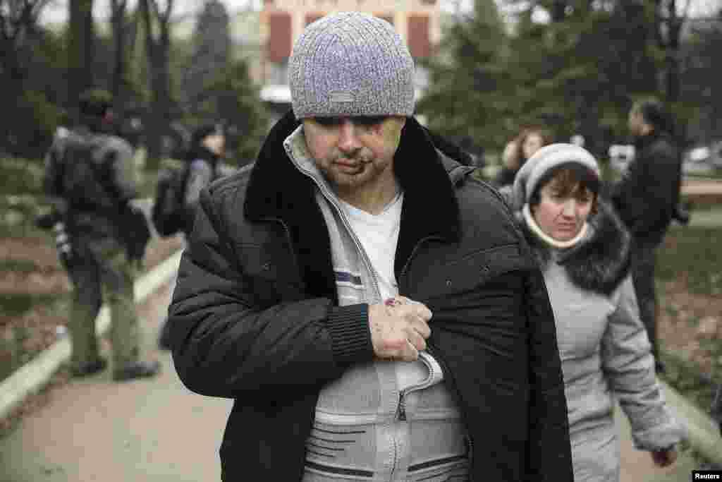 Получивший первую помощь работник шахты имени Засядько, пострадавший 4 марта 2015 года
