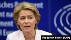Ֆրանսիա - Ուրսուլա ֆոն դեր Լայենը Եվրախորհրդարանի կողմից իր ընտրությանը հաջորդած ասուլիսի ժամանակ, Ստրասբուրգ, 16-ը հուլիսի, 2019թ․
