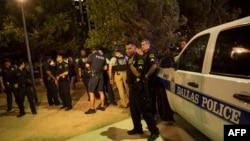 В американском городе Даллас после обстрела, в результате которой были убиты четверо полицейских. 7 июля 2016 года.