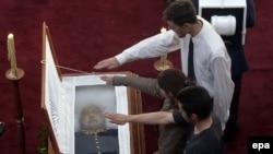 آگوستو پینوشه، روز يکشنبه ، ۱۱ دسامبر در سن ۹۱ سالگی و به دليل نارسايی قلبی درگذشت.