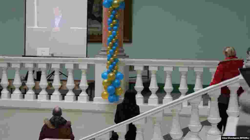 Видеотрансляция встречи с Медведевым на баллюстраде факультета журналистики