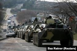 Колона російської військової техніки в Криму, весна 2014 року