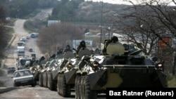 Российские военные в Симферополе, архивное фото