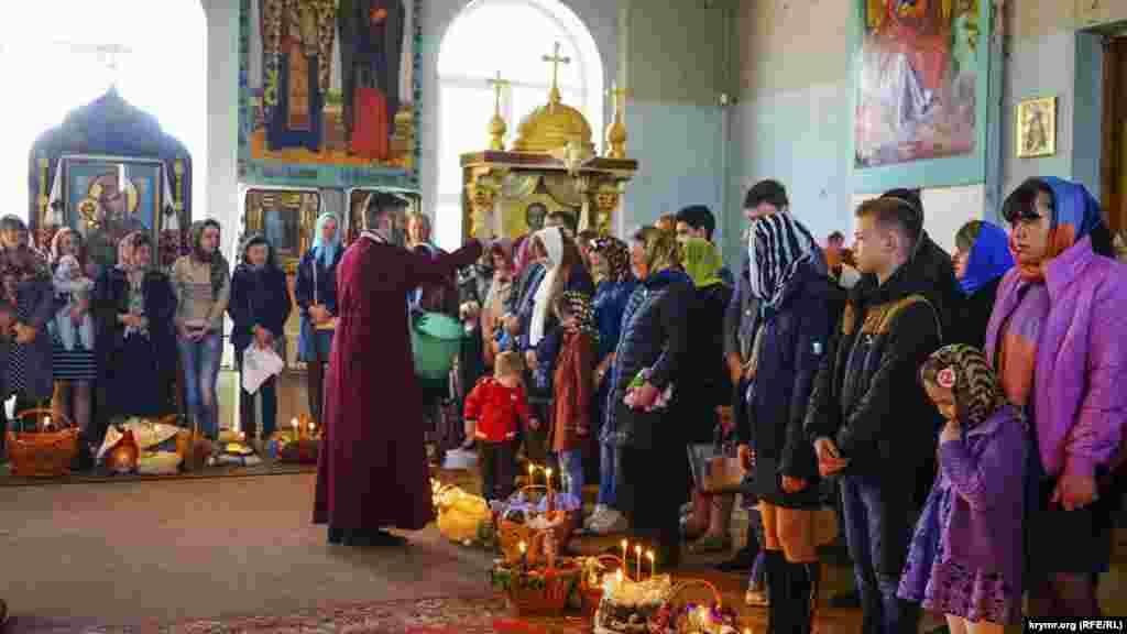 Архієпископ Української Православної Церкви Київського патріархату провів 16 квітня пасхальне богослужіння в Сімферополі.