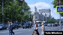 Bulevardul central şi primăria