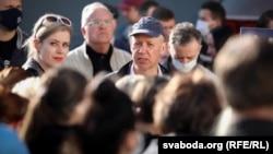 Валерий и Вероника Цепкало во время пикета по сбору подписей в Боровлянах, 4 июня