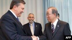 Віктар Януковіч і Пан Гі Мун