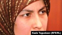Феруза Норкобилова, қамаудағы өзбек босқыны Олимжон Холтураевтың зайыбы. Алматы, 10 қаңтар 2011 жыл