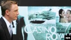 Muntenegru, țară de spioni și corupție, este decorul ficțional din episodul Casino Royale'al francizei James Bond, chiar dacă filmarea a avut loc în... Karlovy Vary, Cehia.
