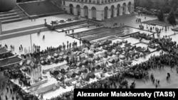 Наметове містечко в центрі Києва під час Революції на граніті. Київ, жовтень 1990 року