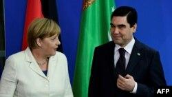 Angela Merkel və Gurbanguly Berdymukhamedov