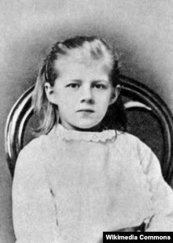 Любов Достоєвська, дочка Федора Достоєвського, у дитинстві