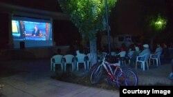 Open air cinema өнөктүгүнөн бир көрүнүш.