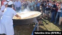 Cea mai mare plăcintă cu mere din Moldova, complexul turistic Vatra