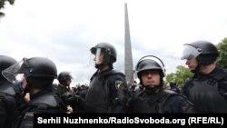 Правоохоронці під час мітингу на честь 9 травня у Києві