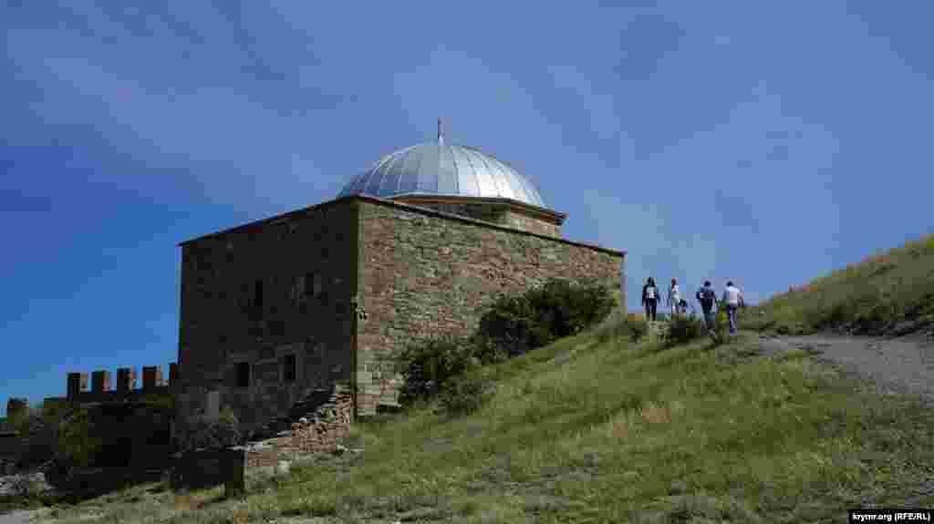 Padişah Camisinde (ya da «Kemerli ibadethane»de) al-azırda «Suvdağ qalesi» qoruğınıñ muzeyi buluna