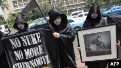 Тэатралізаваныя акцыі супраць Чарнобылю праводзілі летась актывісты Грынпіс у розных краінах