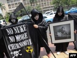 Greenpeace белсенділері Индонезияда Чернобыль апаты сияқты оқиғалардың қайталанбауы тиіс екенін ескерткен акция өткізіп тұр. Джакарта, 26 сәуір 2010 жыл.