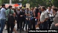 Peşedintele Traian Băsescu face baie de mulţime la Chişinău, 17 iulie 2013