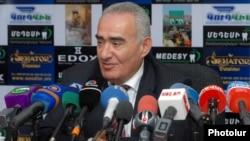 Зампред правящей Республиканской партии, глава парламентской фракции партии Галуст Саакян