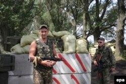 Українські солдати на блокпосту в Харківській області неподалік міста Ізюм, 13 травня 2014 року