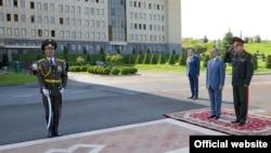 Армения -- Министр обороны Армении Сейран Оганян со своим белорусским коллегой Андреем Равковым, Ереван, Ереван, 17 августа 2016 г․