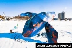 """Арт-объекты уличной выставки """"Наречие"""" в Хабаровске"""