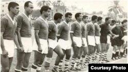 اللاعب كلبرت أويقم مع منتخب العراق الوطني في ستينيات القرن الماضي