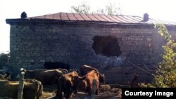 Arxiv fotosu: Tərtərdə Şəxarx kəndidə erməni artilleriyasının dağıtdığı evlərdən biri. 24 aprel 2016
