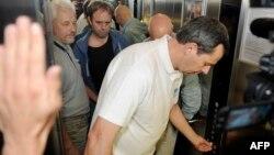 Ուկրաինա - Ազատ արձակված ԵԱՀԿ-ի դիտորդները ժամանում են Դոնեցկի հյուրանոց, 27-ը հունիսի, 2014թ․