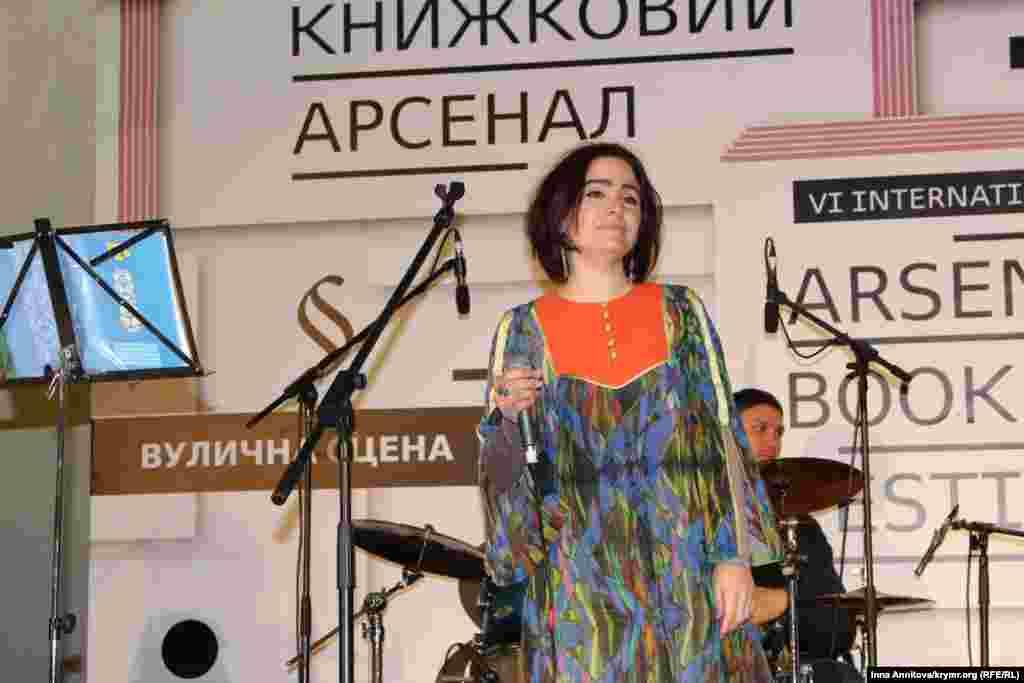 Как рассказали в первый день фестиваля организаторы «Книжного Арсенала», в Украине чувствуется повышенный интерес к крымскотатарскому искусству