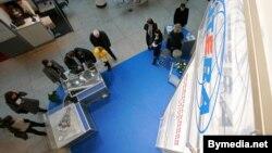 Стэнд кампаніі «Ітэра» на выставе ў 2010 годзе з макетамі забудовы «Мінск Сіці» ды Кальварыйскай вуліцы