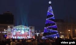 Донецкая елка 2018 года (скриншот канала, подконтрольного «ДНР»)